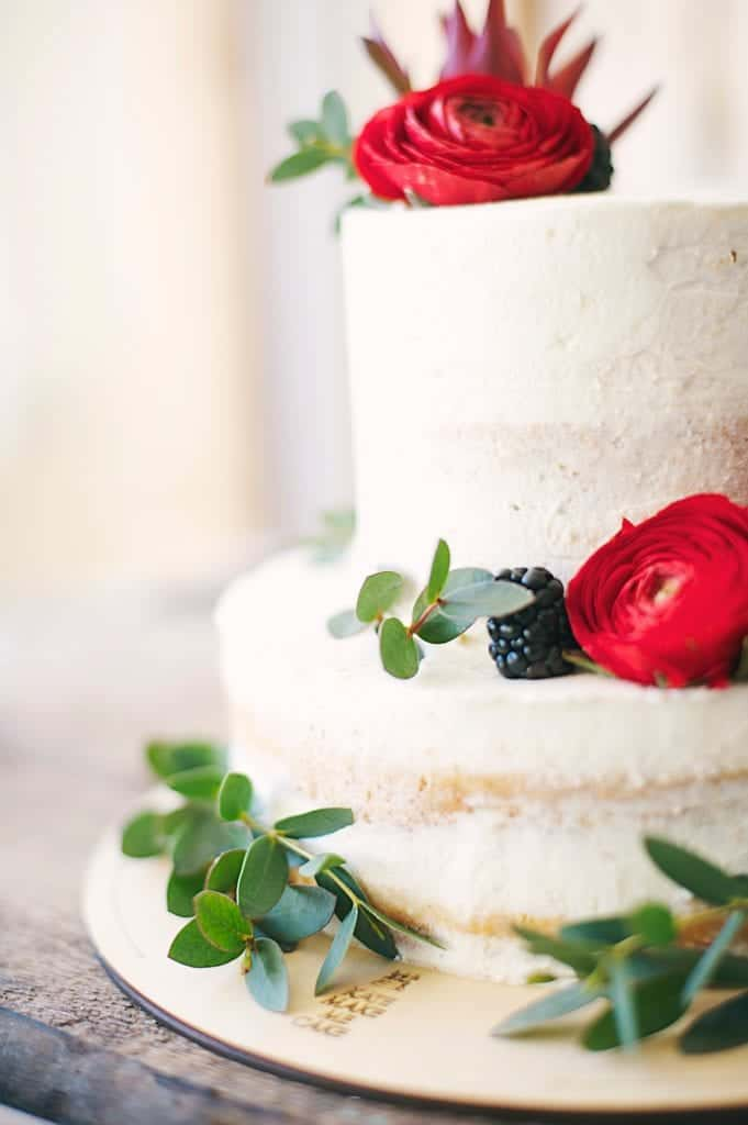 Some Easy Tips To Decorate Your Wedding Heart Cake
